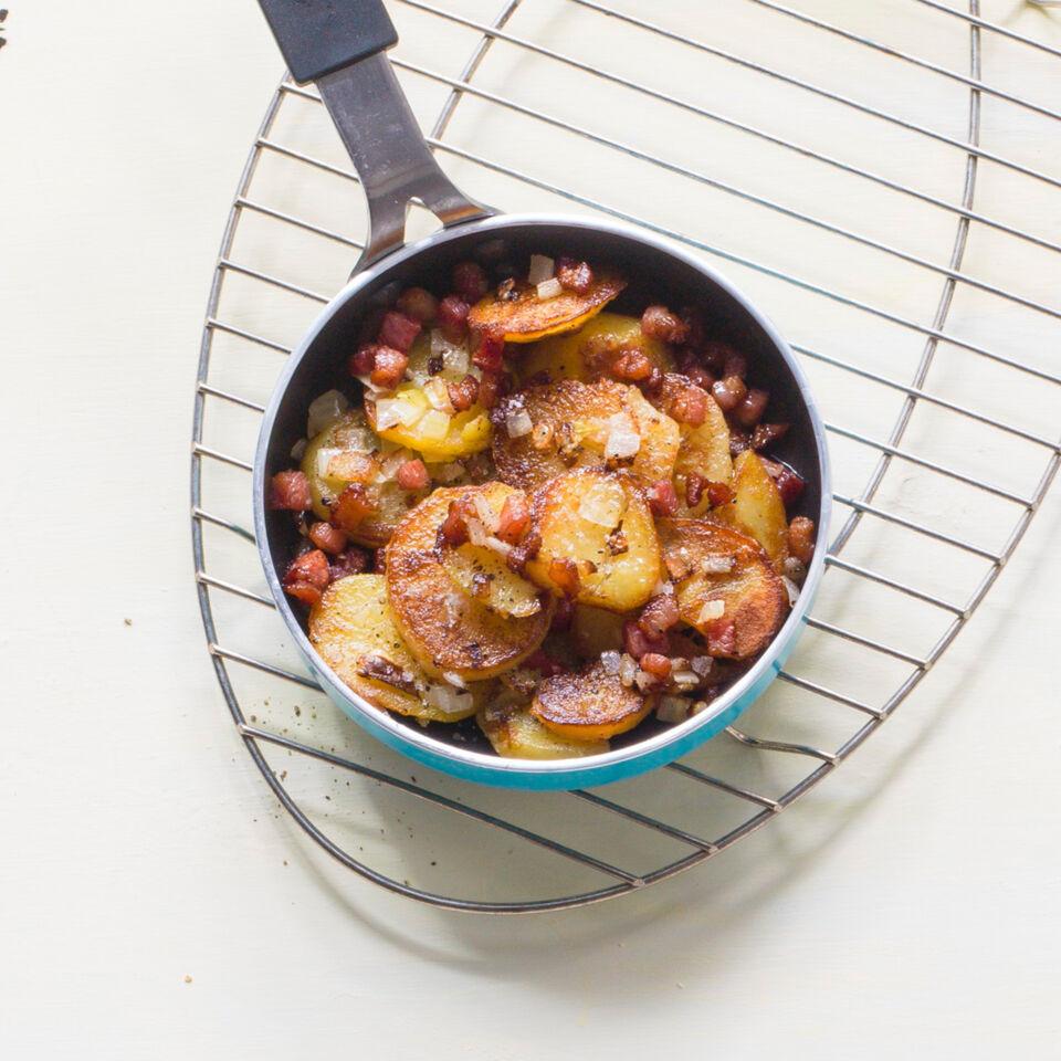 Bratkartoffeln Mit Zwiebeln Und Speck Rezept Küchengötter