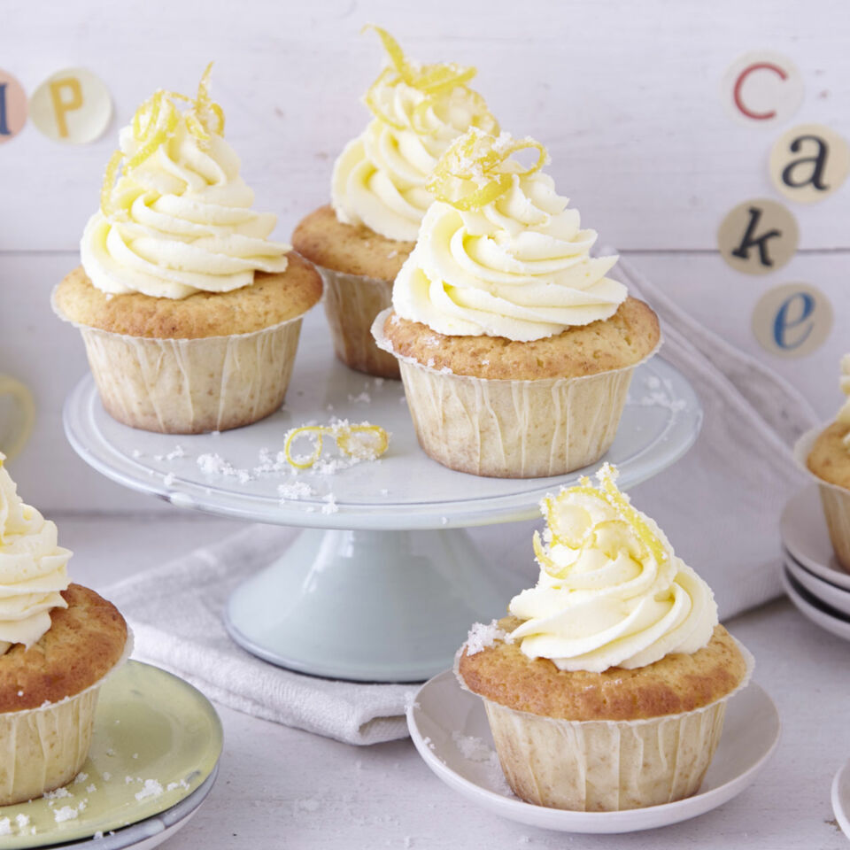 lemon curd cupcakes rezept k cheng tter. Black Bedroom Furniture Sets. Home Design Ideas