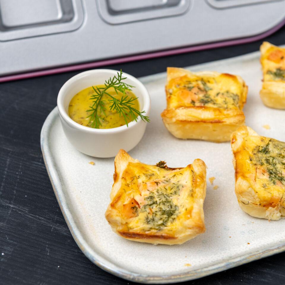 Mini-Lachstarte mit Zitronen-Crème-fraîche