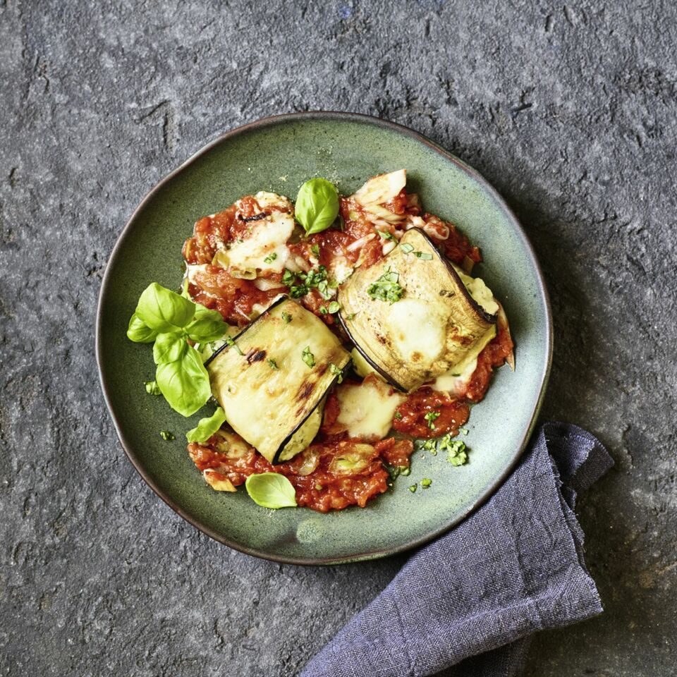 Auberginen-Zucchini-Rollen mit Mozzarella