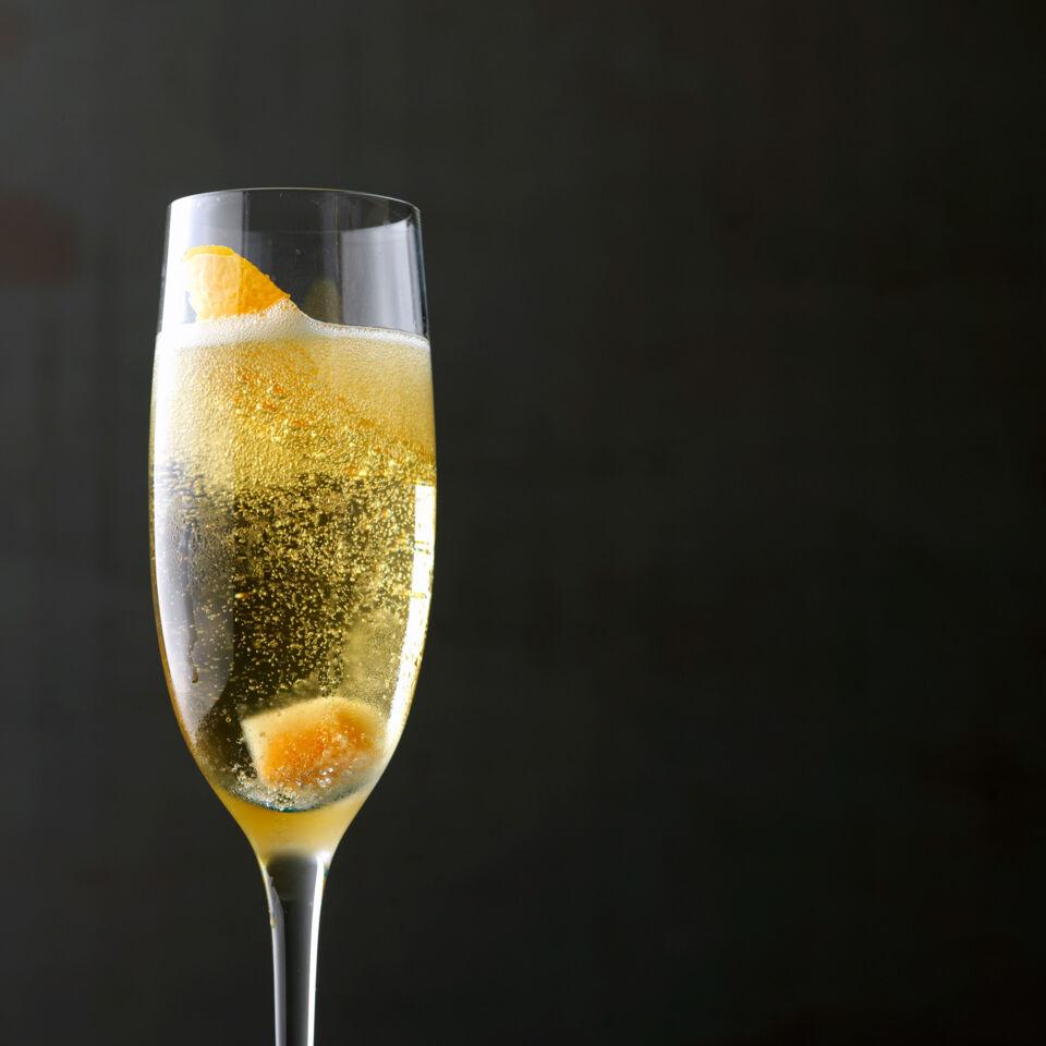 orange spiked champagner cocktail rezept k cheng tter. Black Bedroom Furniture Sets. Home Design Ideas