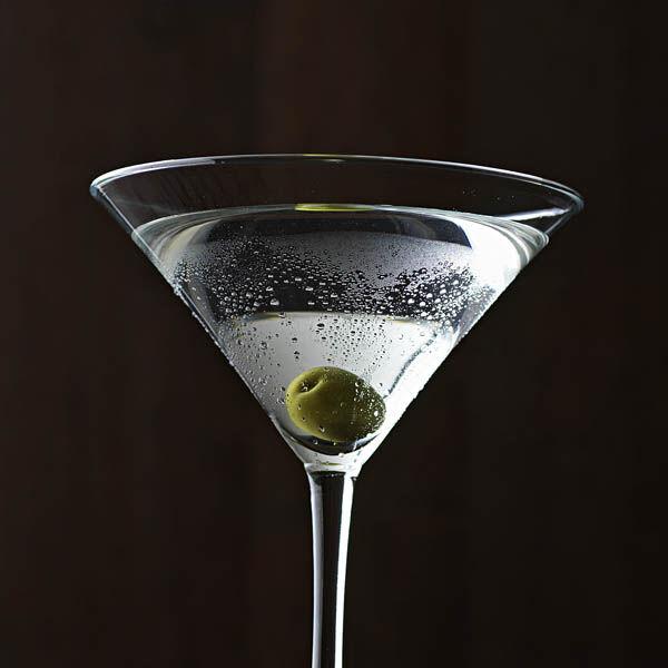 martini cocktail classic rezept k cheng tter. Black Bedroom Furniture Sets. Home Design Ideas