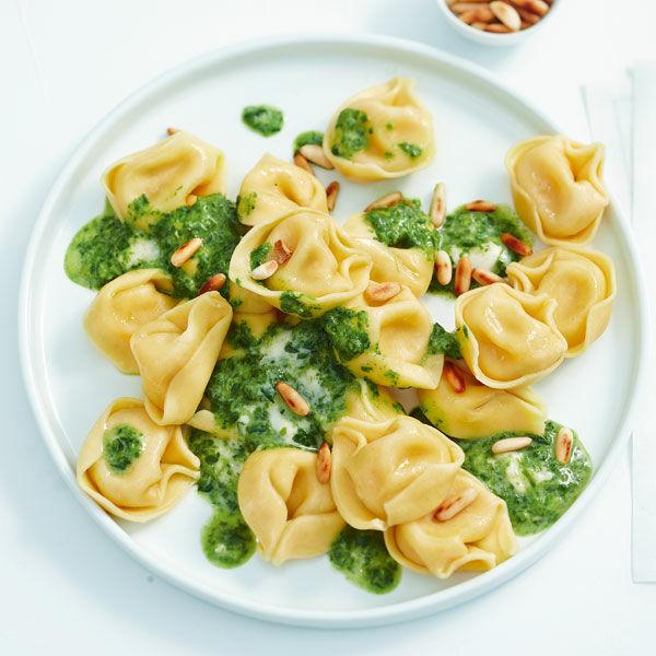 tortellini mit spinat k se sauce rezept k cheng tter. Black Bedroom Furniture Sets. Home Design Ideas
