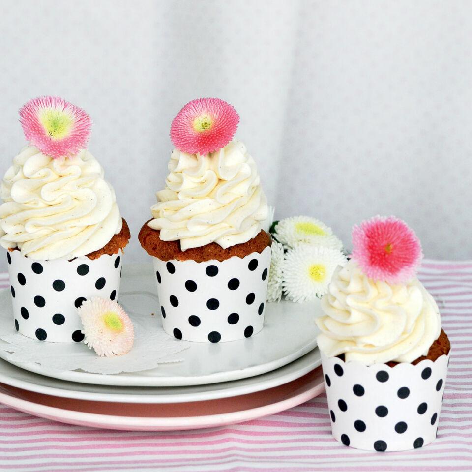 buttermilch cupcakes mit lemon curd rezept k cheng tter. Black Bedroom Furniture Sets. Home Design Ideas