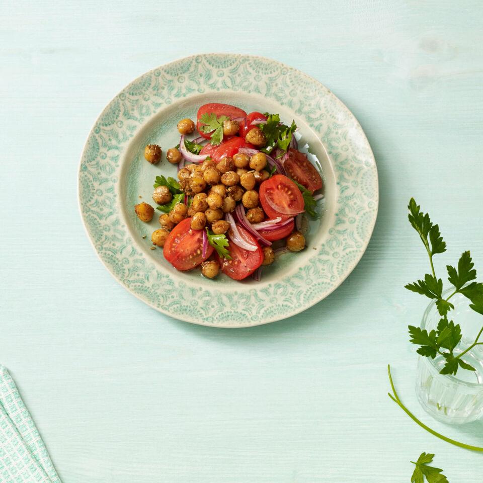 tomatensalat mit kichererbsen rezept k cheng tter. Black Bedroom Furniture Sets. Home Design Ideas
