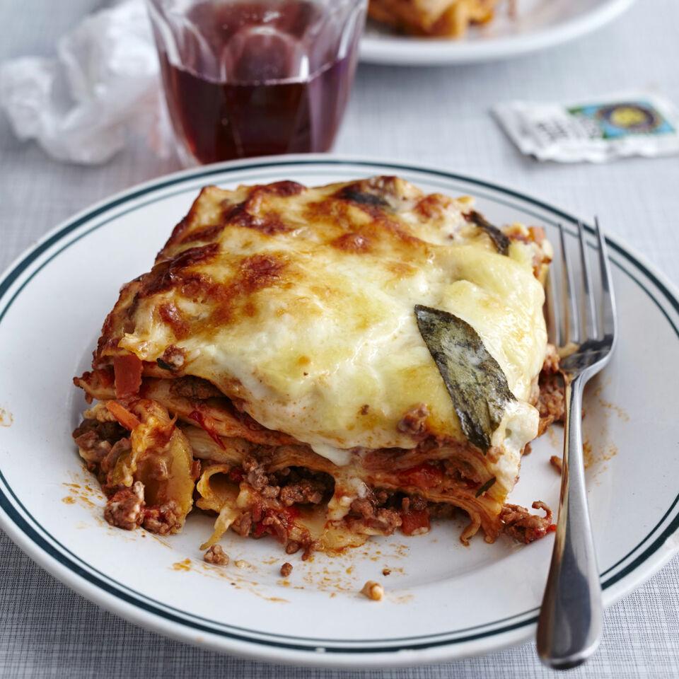 klassische bolognese lasagne rezept k cheng tter. Black Bedroom Furniture Sets. Home Design Ideas