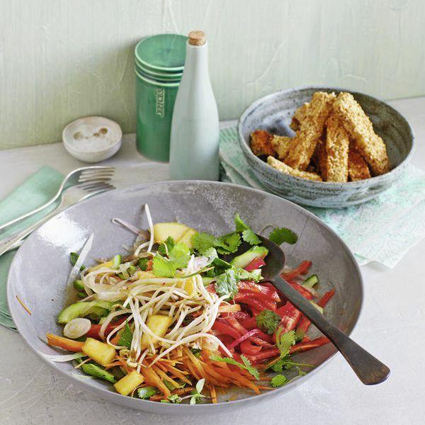 asia salat mit tofu sesam sticks rezept k cheng tter. Black Bedroom Furniture Sets. Home Design Ideas