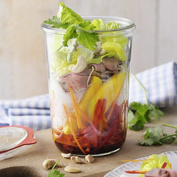 thai salat mit mango und roastbeef rezept k cheng tter. Black Bedroom Furniture Sets. Home Design Ideas